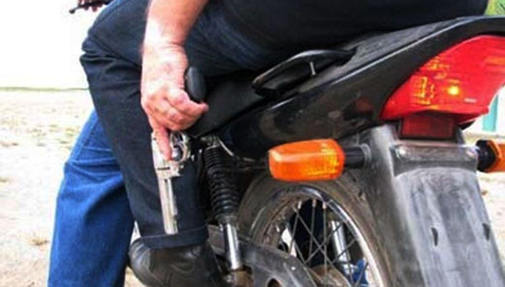 Resultado de imagem para revolver moto assalto
